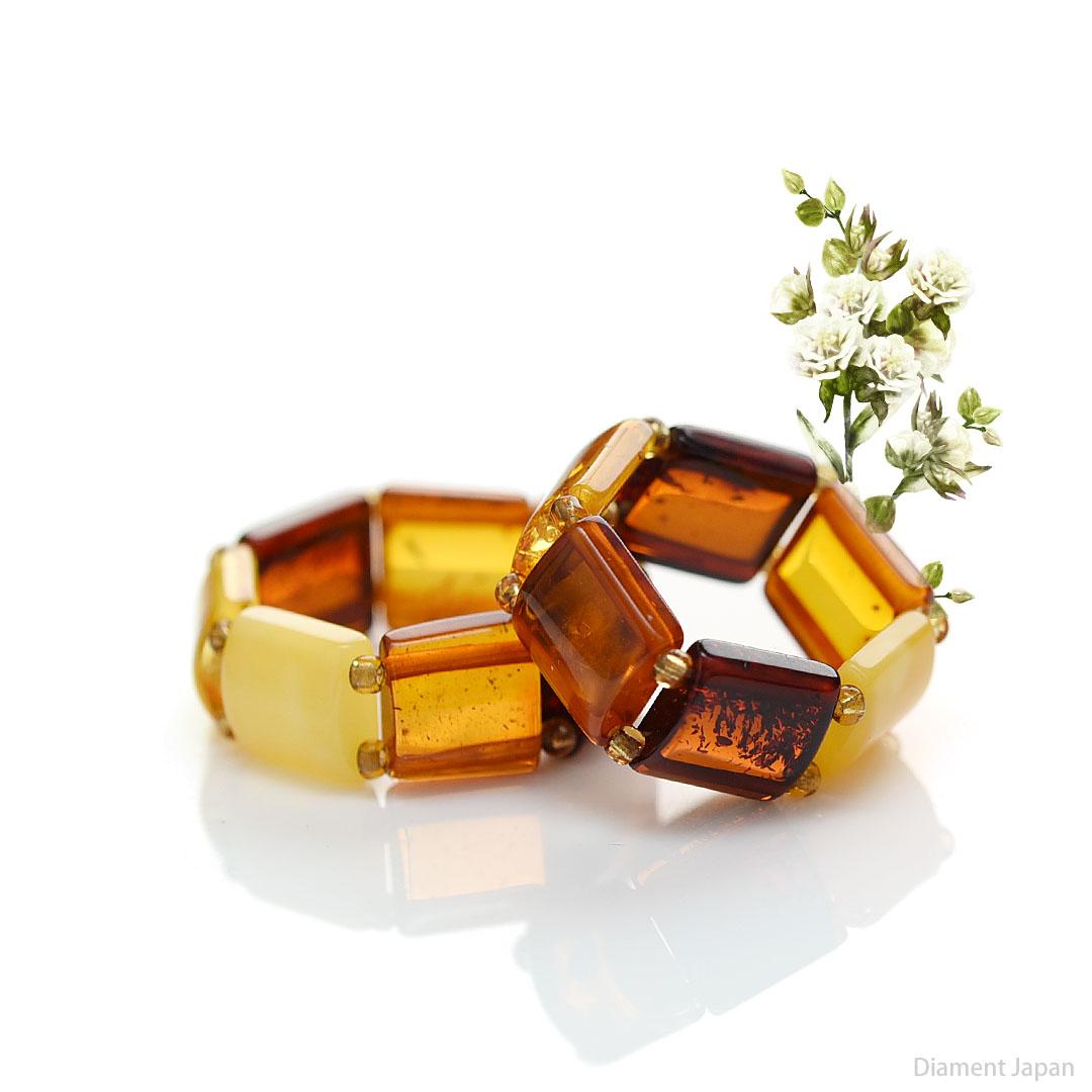 【琥珀リング】フリーサイズの琥珀リングがリトアニア共和国から届きました。透き通る美しい【4色カラーの琥珀】の指輪です。