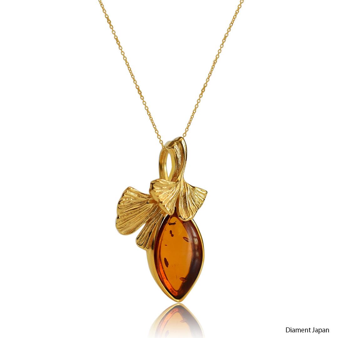 イチョウの葉デザインの琥珀ピアス【コニャックアンバー】シルバー925にK18ゴールドヴェルメイユ仕上げ