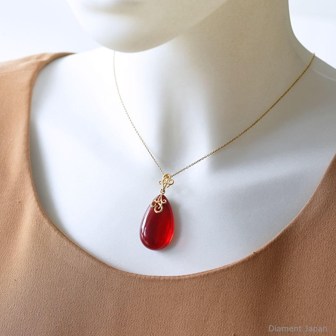 レッドアンバー 赤い琥珀ペンダント 天然石ネックレス ポーランド産のバルティックアンバー