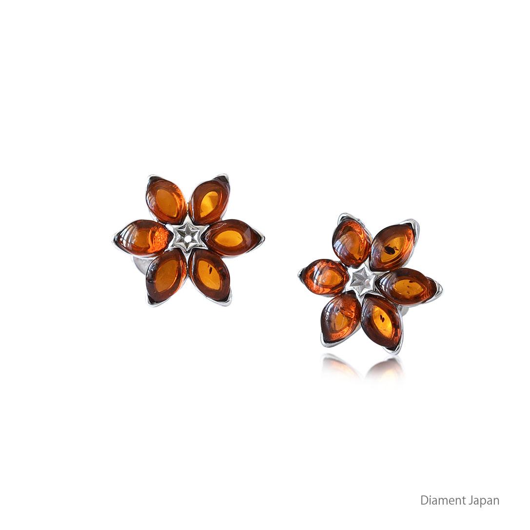 琥珀アクセサリー【お花デザイン】コニャックアンバーのピアス/シルバー925ロジウムコーティング仕上げ